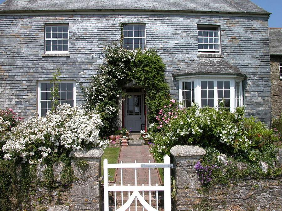 Accommodation in Looe, England